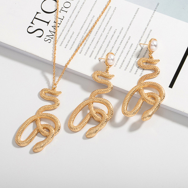 Vintage Snake Necklace Earring Jewelry Set Women Pearl Metal Snake Pendant Necklace Stud Earring Set for Gift Party