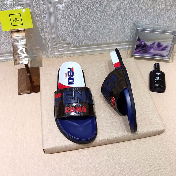 Pantofole piatte di lusso degli uomini di nuovo arrivo Scivoli di spiaggia di estate Sandali di cuoio del progettista degli uomini di colore marrone blu nero degli uomini ampia pantofola piana con la scatola