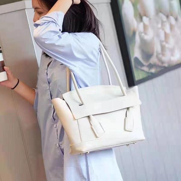 2019 yeni bayan çanta İtalyan tasarımcı tasarımcı omuz çantası moda sokak tarzı deri çevirme çanta oluşturmak için