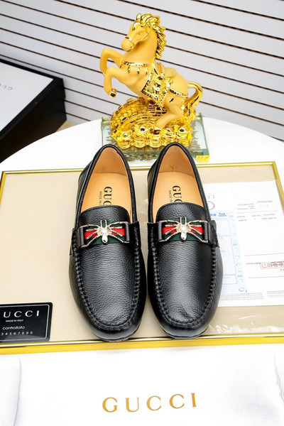 HOT!Black White Famous Brands Men Designer Shoes Personality Luxury Handmade Loafers Men Dressing Shoes Printed Slip-on Wear Well