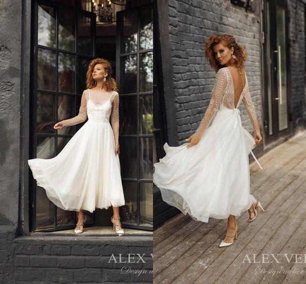 Elegante abito da sposa bianco corto a maniche lunghe in boemia Abito da sposa vintage boho con applicazioni in pizzo aperto sul retro