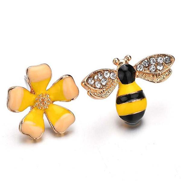 Orecchini a forma di piccoli asimmetrici con fiori gialli ape gialla