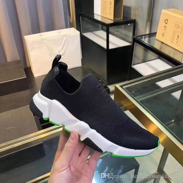 2019 Nuevo diseñador Zapatillas Speed Runner Zapatos de moda Calcetín Triple Botas negras Rojo Entrenador plano Hombres Mujeres Zapatos casuales Deporte fz19050201