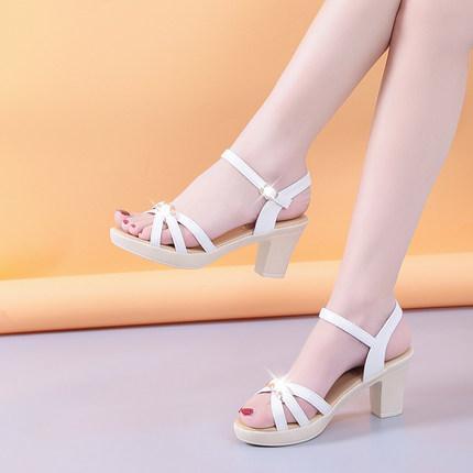 Les sandales à talons hauts féeriques à bouts ouverts sont polyvalentes avec les tendances de la mode