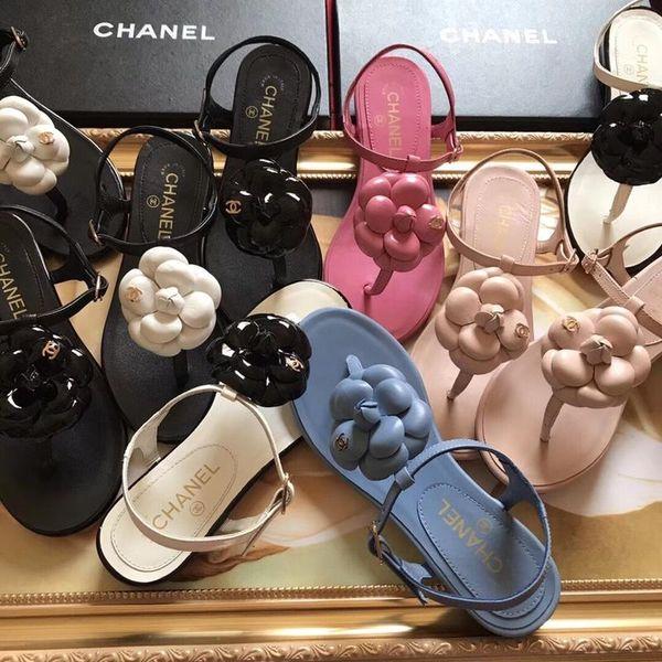 2019 Marca Mulheres Bombas Sapatos de Casamento Mulher sandália Nudez Moda Tornozelo Cintas Rebites Sapatos Sexy Sapatos De Salto Alto Sapatos De Noiva Tamanho 35-41