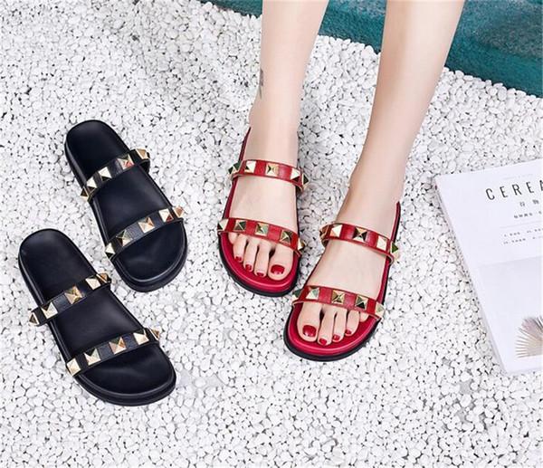 Diseñador de la mujer Zapatillas de lujo para mujer Zapatillas Nueva llegada Venta caliente Remaches Estilo Moda Estilo Clásico Rojo y Negro Color AAA Calidad Sandalia