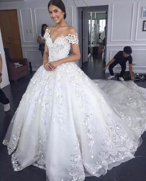 2019 Princess Ball Gown Wedding Dresses Beaded Lace 3D Appliques Crystal Tulle Off Shoulder Court Train Puffy Plus Size Formal Bridal Gowns