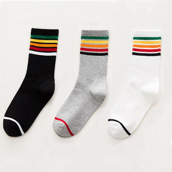 Serin Skateborad Gökkuşağı Kısa Çorap Kore versiyonu Mutlu Renkli Kadınlar Kız Moda Beyaz Pamuklu Çorap Hipster Şerit Renkli Ayak Bileği çorap