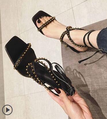 2019 новая мода женщины горячая распродажа лето сексуальная заклепка bind с открытым носком толстые с римскими сандалиями