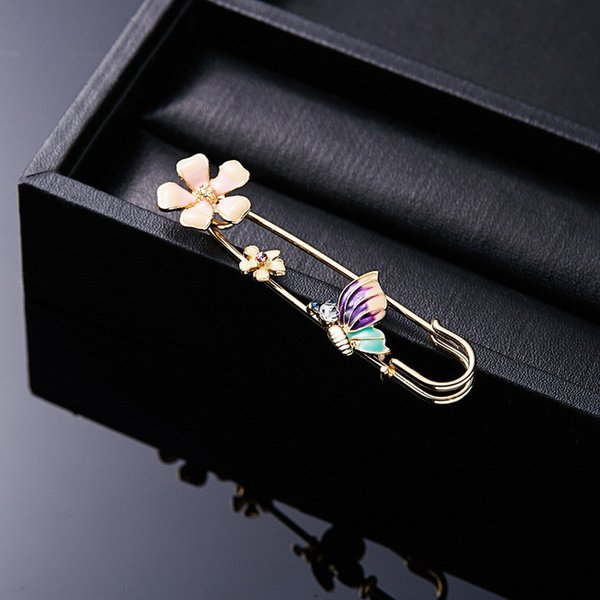 Creative Fashion Animal Flower Brooch Metal Hollowed Gold Rhinestone Costume Suit Brooches Alloy Lapel Pin Designer For Women Girl Jewelry