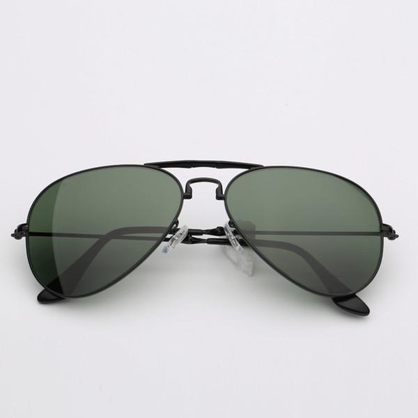 أسود / أخضر غامق