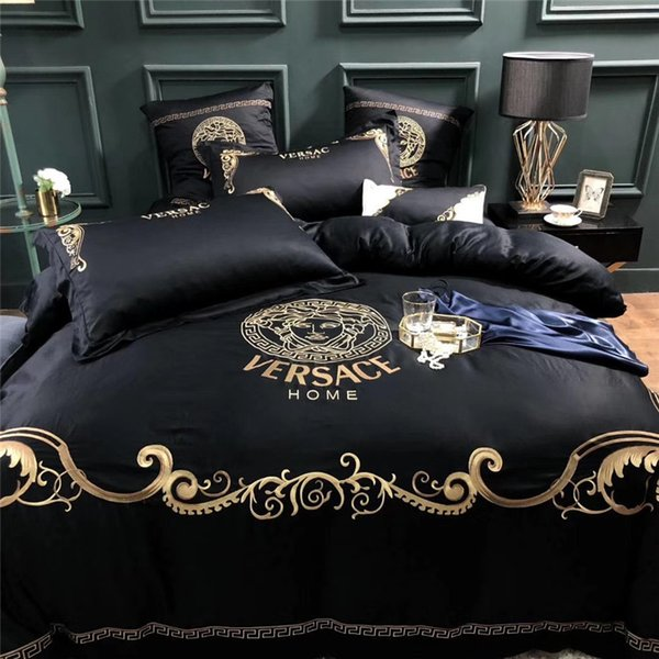 Boutique Embroidery Golden Thread Bedding Suit Moda V Lettera Medusa Dea 60S Cotone copriletto Suit 4PCS New Style Set di biancheria da letto