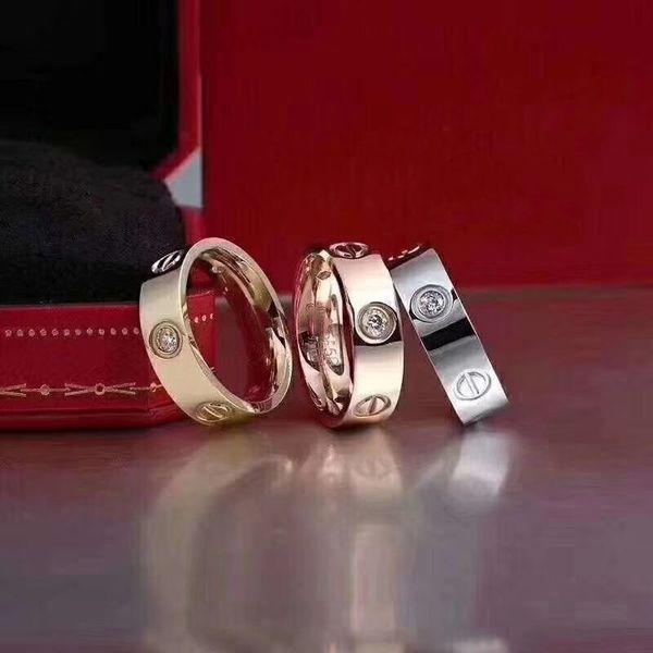 De plata con diamante