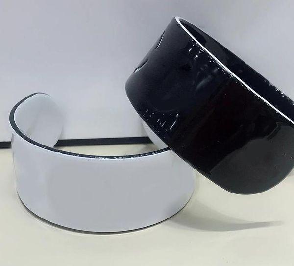 NEU! Zähler Geschenk 6X2,5 CM Klassische Schwarz und Weiß Casual Acryl C Brief Armband Mode Armband Frauen Serie Schmuck Zubehör 2 Stück