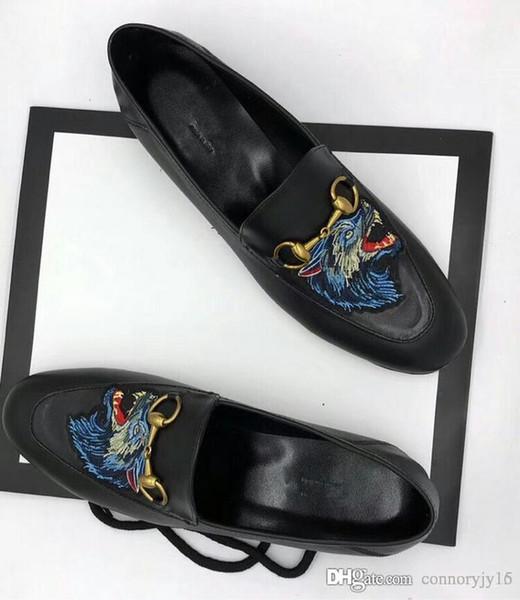 19ss Alta Qualidade Mens ALL Branco Mocassins De Couro Em Relevo Homens Itália Projeto Fivela de Ouro SLIP ON Brogues VESTIDO Dos Homens Vestir Sapatos