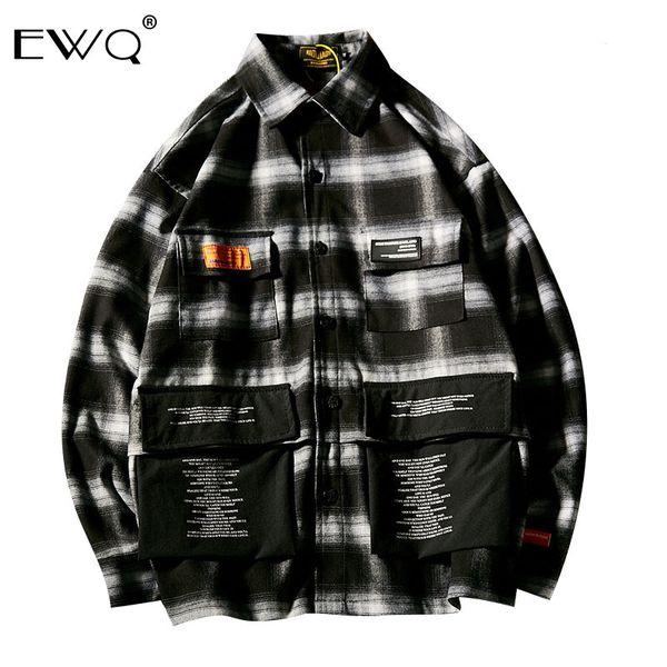 EWQ / Outono Inverno 2019 Xadrez Turn-down Collar Bolsos Imprimir Manga comprida Camisa solta Coréia do homem Estilo Jaqueta de temperamento FT192