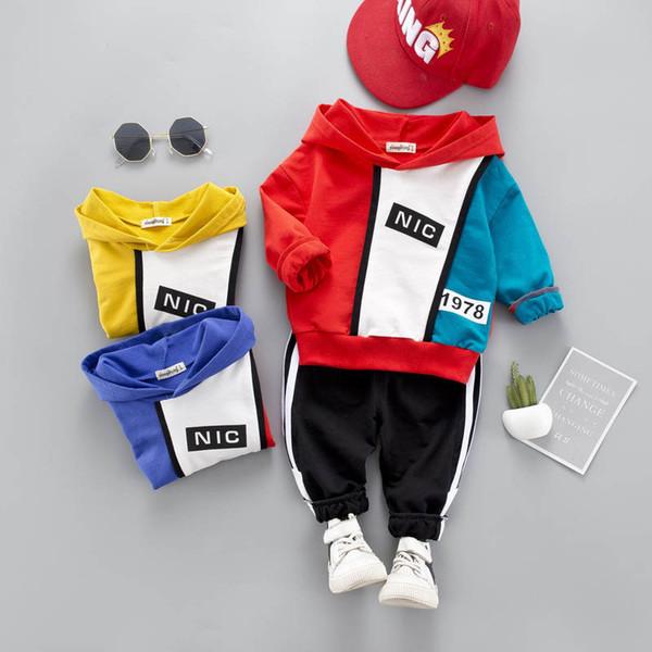 Новый детский спортивный костюм детский спортивный костюм Наборы одежды для мальчиков с капюшоном + брюки Детский костюм повседневная одежда для девочек Дизайнерская детская одежда Спортивные комплекты A4383