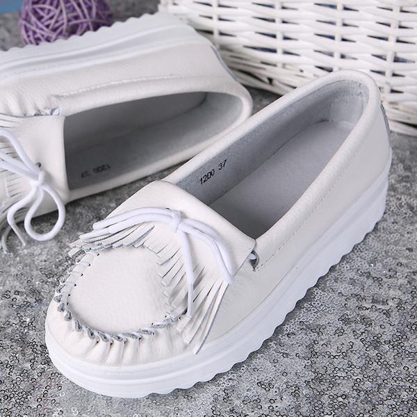 2019 bahar yeni saçaklı küçük beyaz ayakkabı kadın dış ticaret sığır derisi kadın ayakkabıları çörek hemşire ayakkabı iki kat artırmak