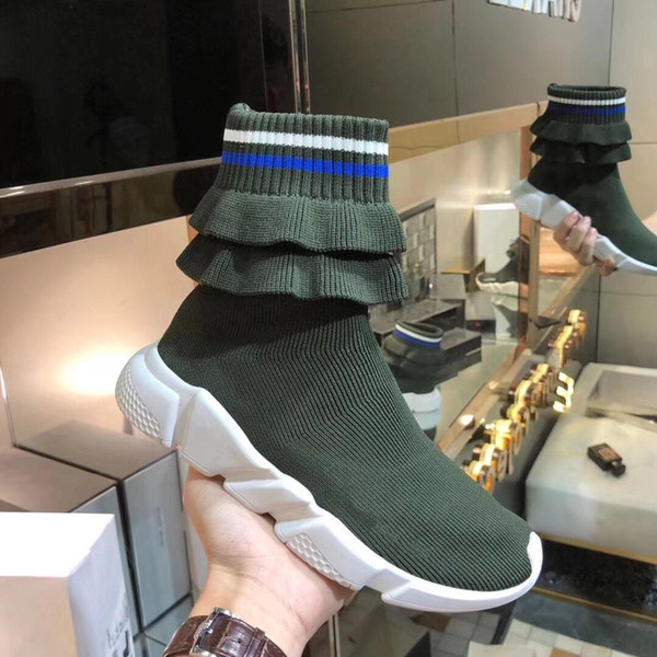 Luxury Speed Sneakers Fold Skirt Mens Womens Sweethearts Couple Sneakers Sock Boot Textile Upper High -Top Stretch Knit Sneaker Boots 02