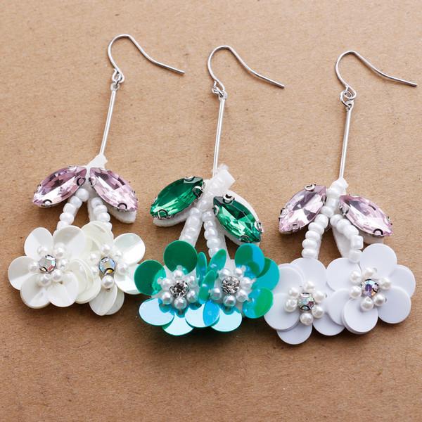 Europäische und amerikanische Art und Weiseohrring-Ohrhaken Neue handgemachte Korne wulstige perlenbesetzte Blumenblätter hängender langer Ohrring R001