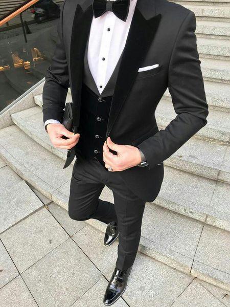 Dernières Design Noir smokings marié Hommes Costumes de mariage Velevt Peaked Blazer homme Lapel trois pièces Groomsmen Tenue de soirée Prom Party