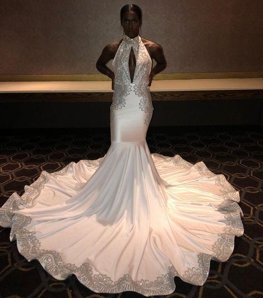 Sexy Keyhole Neck White Prom Dresses 2019 Mermaid Appliques Halter Neck Abiti da sera lunghi Black Girls Formal Party Red Carpet Wears