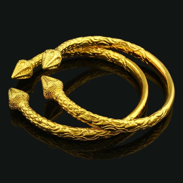 Yeni Afrika / Dubai Moda Açılabilir 22k Sarı Altın GF Bileklik İşlemeli Trendy Desen Bilezik 2 Adet Takı Toptan Geldi