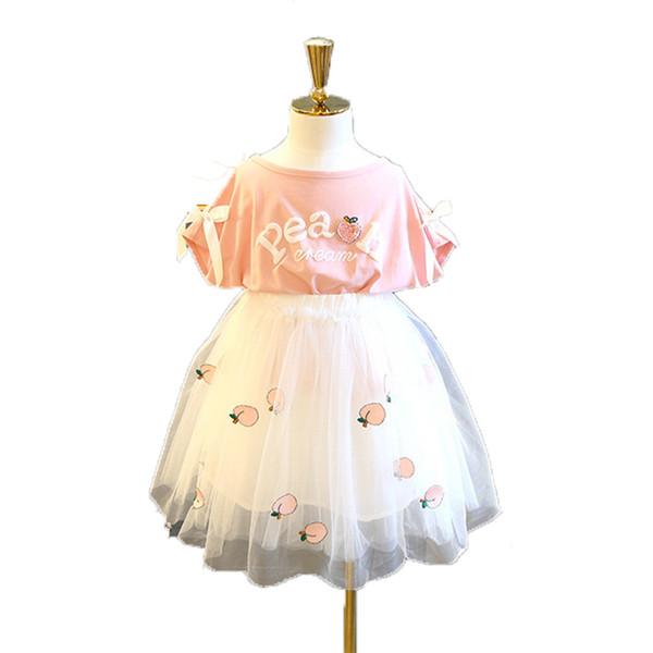 Survêtement de vente au détail pour enfants filles habillées fille d'été deux pièces ensemble fraise T-shirt à manches courtes pour enfants jupe filet pour enfants