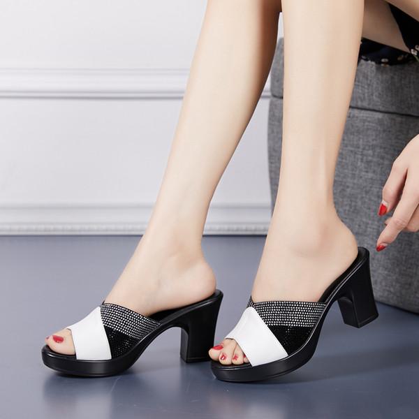 a415e64a 2019 Verano nuevas mujeres zapatillas de cuero genuino pedrería  antideslizante elegante 8 CM sandalias de tacón
