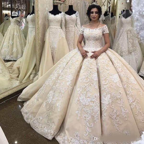 2019 Neue Luxuriöse Dubai Ballkleid Brautkleider Schulterfrei Spitze Appliques Backless Kurzen Ärmeln Drapierte Sweep Zug Formale Brautkleider