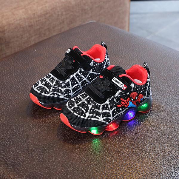 Niños Niños Deportes Zapatillas de deporte ligeras Niños Zapatos de niños que brillan intensamente LED Zapatillas Chaussure Enfant Girls con diseñadores de Spiderman