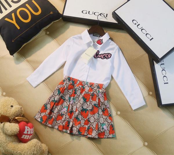 Девушки набор детской дизайнерской одежды 2019 новая рубашка + юбка в складку 2pcs отворот дизайн верхней мило клубники печати девушка случайные костюм