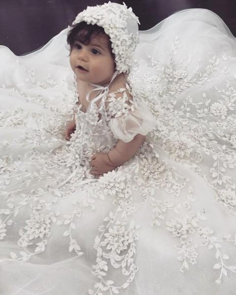 Lüks Bebek Kız Için 2019 Yeni Dantel Vaftiz Törenlerinde Kristal 3D Bonnet Ile İlk Çiçek Elbise Çiçek Aplike Vaftiz Elbiseler