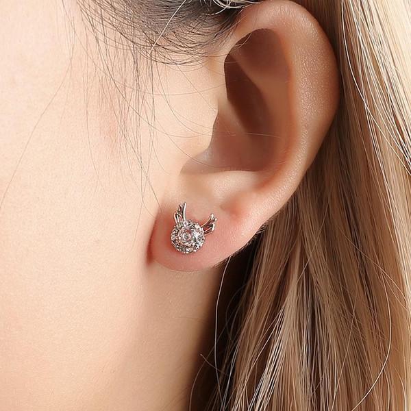 Cerf boucles d'oreilles coréen tempérament simple art petites boucles d'oreilles créatives élan femmes flocon de neige zircon boucles d'oreilles en bois de Noël
