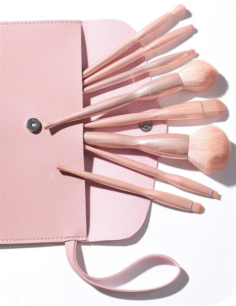 Placcatura colore della pelle con borsa rosa