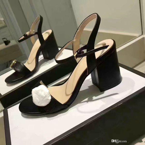 Sandalias clásicas Lady Summer 2019 Designer s Sandalias Hebilla de metal de gran tamaño Zapatos de tacón alto para mujer con tacones gruesos
