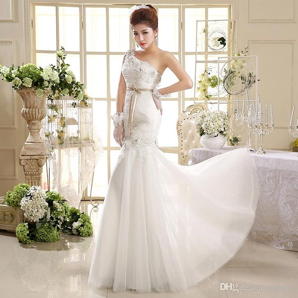 2019 new one-shouldered mermaid wedding dress with crystal sequins and a floral belt to adorn the bridal gown Robes De Mariee