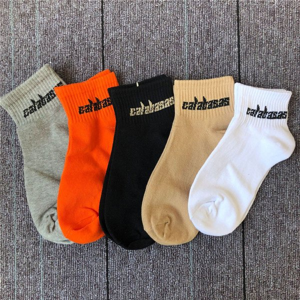 CALABASAS Mektup Jakarlı Erkek Tasarımcı Spor Çorap KANYE Marka Moda Erkek Kaykay Çorap Kısa Pamuklu Çorap