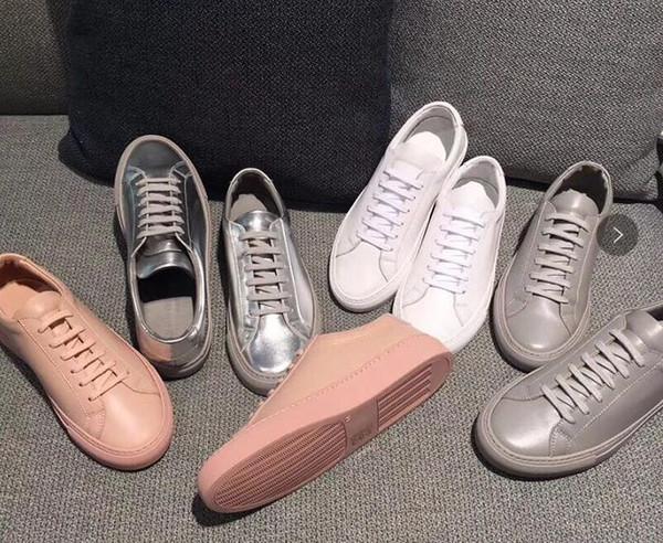 Новинка на рынке состоит из женской черно-белой мужской повседневной обуви с низким верхом из кожи и плоских туфель.