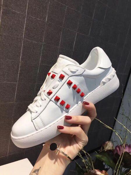Luxe Fashion Designer Hommes Femmes Chaussures Casual rouge blanc noir hommes travestissement cuir basse Dosse Outdoor Lovers Chaussures yz19012302