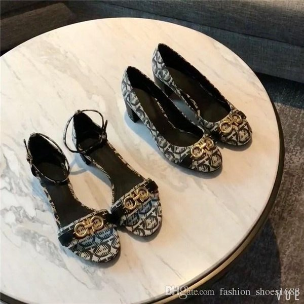 Le donne casual tendenza estate nuova pelle importata superficie in pelle trasparente arco di stampa femminile sandali tacco basso e spesso venduti