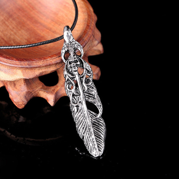 Pendant necklace with leather rope chain