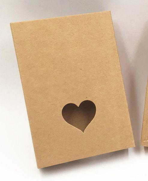 Color: marrón con corazón.