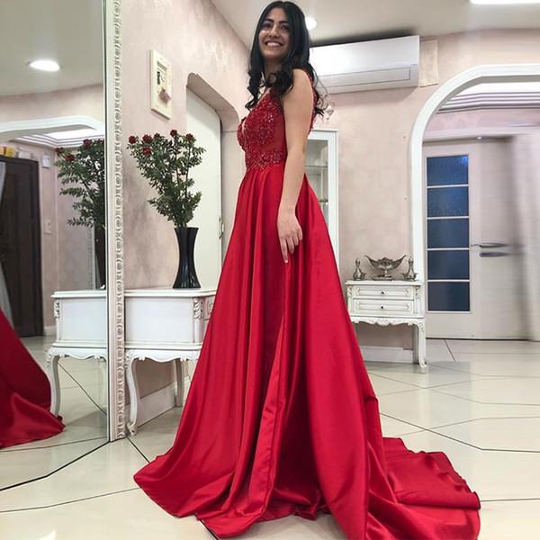 Charmoso Vermelho Vestidos de Noite Sexy Decote Em V Apliques Frisado Elegante A Linha Longos Vestidos de Baile Sem Mangas 2019 Capela Trem vestido de noiva