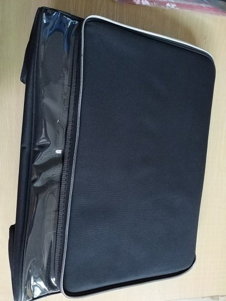 schwarze Tasche nur