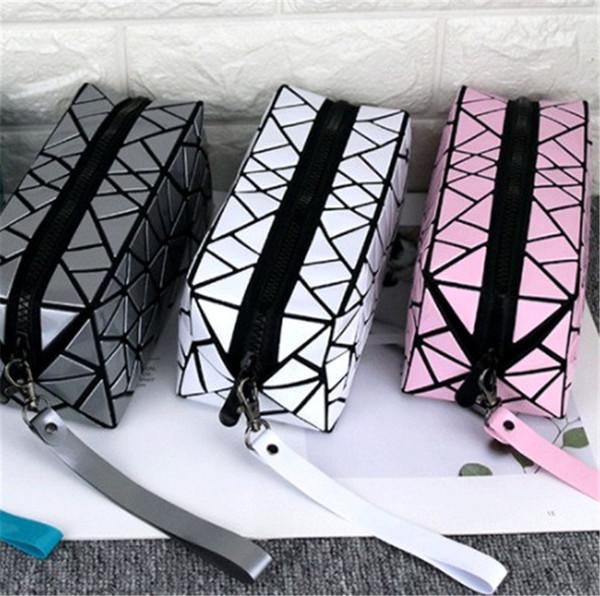 2019 Luxury Designer Womens Makeup Bags Fragmented Geometric Rhombic Waterproof Handbag for Ladies and Girls Portable Large Space Wallet Hot