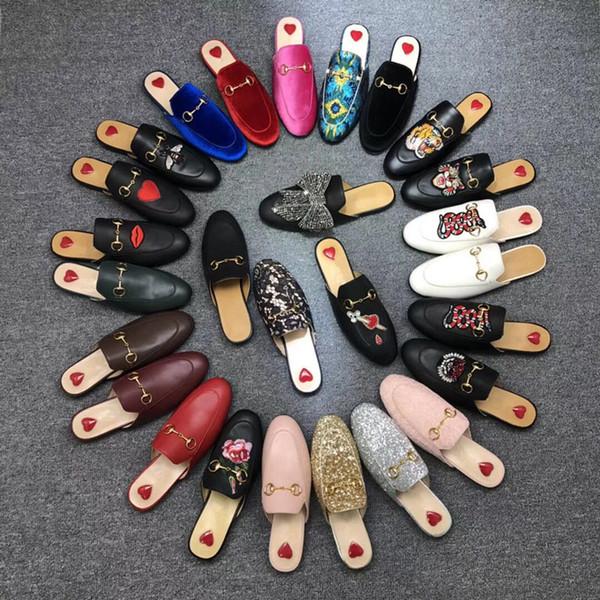 Venda quente-Designer Mulheres Verão Princetown Lace Velvet Chinelos Mules Loafer Flats de couro com fivela de abelhas Cobra padrão