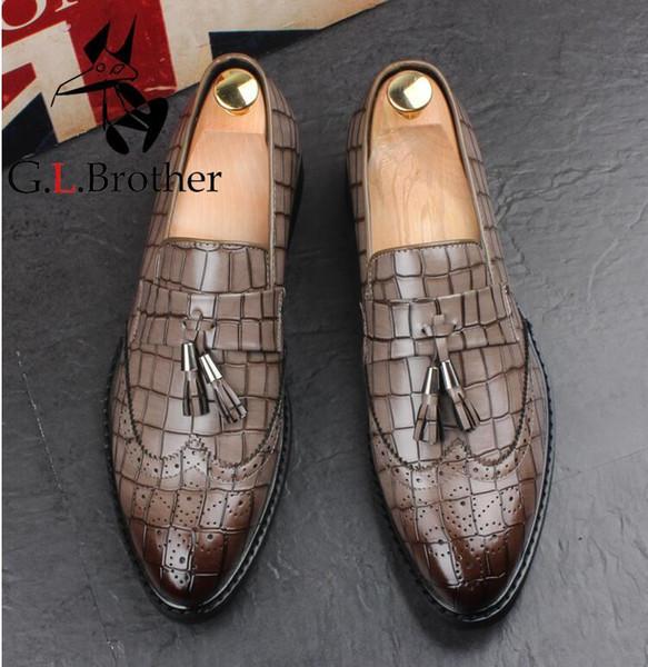 Imitar piel de serpiente de cuero de los hombres zapatos Oxford punta estrecha Slip-on tallado degradado inteligente casual para hombre Drees zapatos borlas Plaid