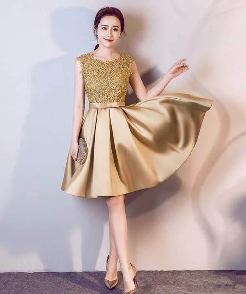 2020 Gold Short Homecoming Dresses with Bow Crew Neck Lace Top Graduation Party Gowns Satin A Line Cheap Cocktail Dress