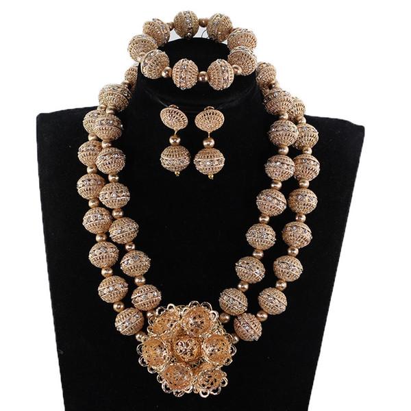 Nouveau Cuivre Or Dubaï Bijoux De Mariée Ensemble pour Femmes Chunky Fleur Bavoir Perles Africaines Costume Bijoux Ensemble 2019 WE242